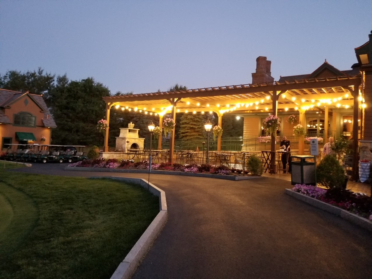 Seasonal dining al fresco on the Patio at Tewksbury Country Club
